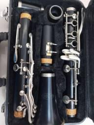 Clarinete semi-novo na caixa