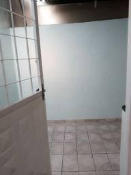 Aluga-se 3 cômodos para mulher na Ceilândia Sul.