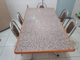 Mesa de madeira com 5 cadeiras