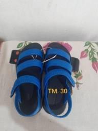 Vendo sandália por 20reais novo