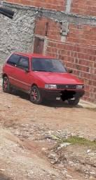 Carro Fiat uno vermelho