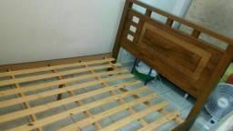Vendo cama de casal, com pequeno defeito na grade da ripa, Aceito Proposta.