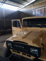 Toyota ano 82