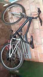 Vendo bike aro 26 com marcha pra sair logo 200 reais