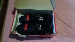 vendo par de tênis novo na caixa número