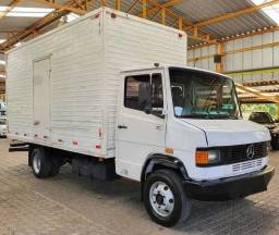 Caminhão MB 710 baú - 90.000