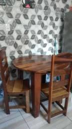 Vende se uma mesa  cuadrada  4 cadeiras