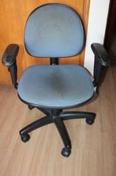 Cadeira de Escritório c/ Braços e Rodas / em Tecido Azul 84 cm x  60 cm x  52 cm