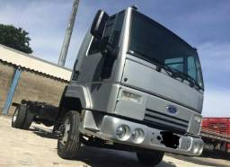 Ford Cargo 712  2012 no chassi