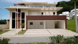 Casa de alto padrão,05 suítes, 04 vagas de garagem, em condomínio fechado na Praia do Esta