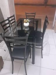 Lindíssima mesa de vidro com 6 cadeiras em perfeito estado