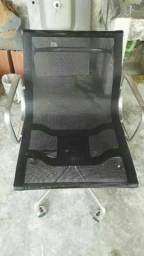 Cadeiras de escritório novas com regulagens no assento