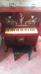 Piano infantil antigo