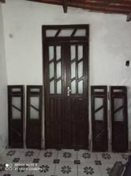 Porta e janelas de madeira