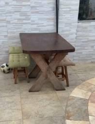 Jogo de mesa madeira maciça e 4 cadeiras