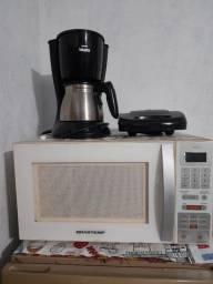 Microondas + fogão + sanduicheira + cafeteira
