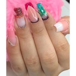 Nail designer, manicure e pedicure