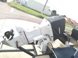 Lancha com motor de 70hp e reboque - 2010
