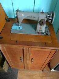 Máquina de costura antiga marca Singer