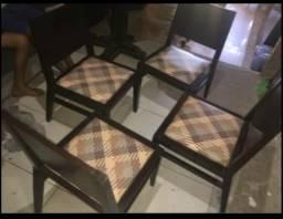 4 lindas cadeiras em madeira estofadas da Ostero Móveis