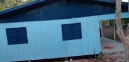 Casa de madeira murada