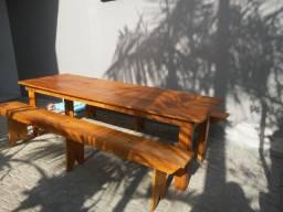 Mesa com 2 bancos madeiras