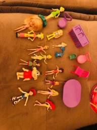 Vários brinquedos pequenos
