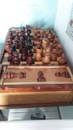 Vendo impecável jogo de xadrez