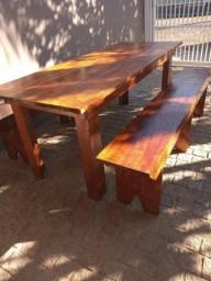 Mesas e bancos madeira para salão de festas, tamanhos variados