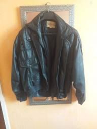 Vendo jaqueta de corino semi nova aceito oferta pra sair logo.