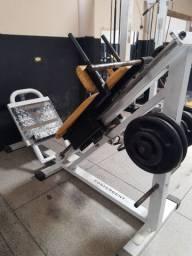 Rack e plataforma de academia