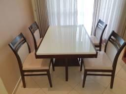 Mesa de Jantar com tampão extensível