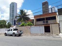 Casa com 02 quartos, 04 vagas garagem e terreno - Miramar