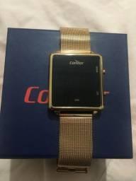 Relógio digital- 1 mês comprado, sem marca de uso.