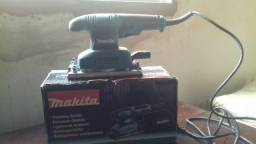 Vende-se Lixadeira Orbital Makita B03710