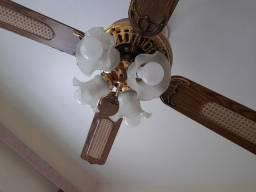 Ventilador de teto com luminárias