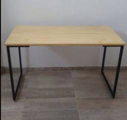 Escrivaninha / mesa de escritório estilo industrial.