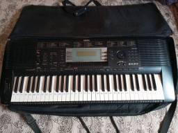 Teclado Yamaha PSR 630 + mesa de som 4 canais e  retorno ativo