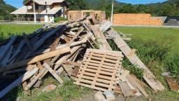 Doa-se restos de madeira (cacharia)