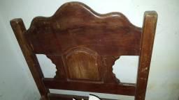 Cama de madeira de solteiro