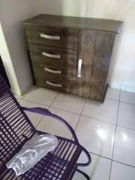 Vendo uma comoda quatro gaveta e uma porta