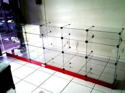 Balcão de vidro, com gaveta caixa,