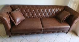 Sofá de couro modelo Chesterfield