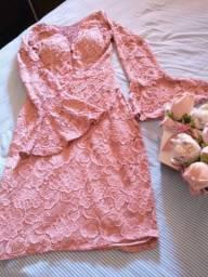 Lote roupas feminina calças 36, blusinhas e vestidos P e uma sandália 35 vizzano nova