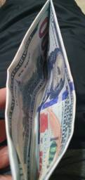 Duas carteiras de dollar