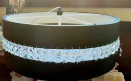Lustre preto com acrílico imitando cristal com fechamento em acrílico branco !