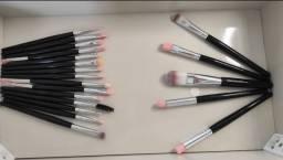Kit com 20 pincéis para maquiagem