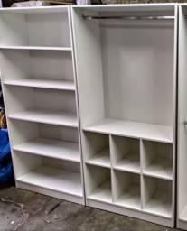 Duas estantes para loja