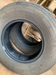 Par pneus Michelin 225 75 16