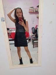 Vestido preto básico com detalhes